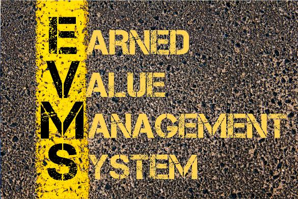 """Man sieht in gelber Schrift auf braunem Untergrund den Schriftzug """"Earned Value Management System""""."""